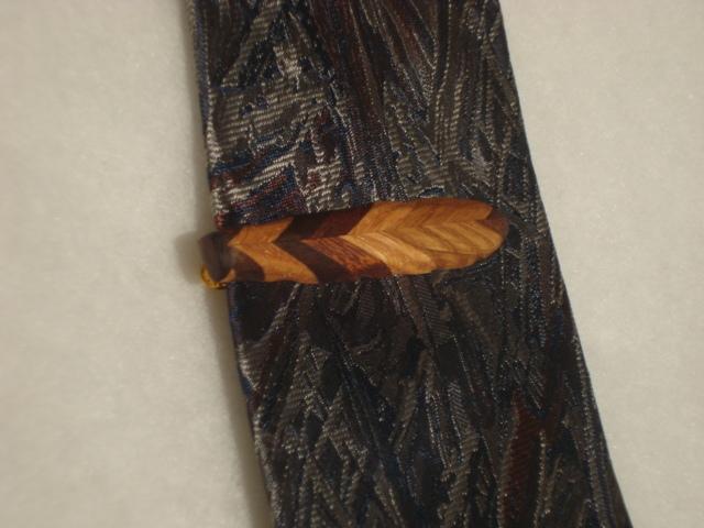 葉っぱをモチーフ、寄木仕様のネクタイ...