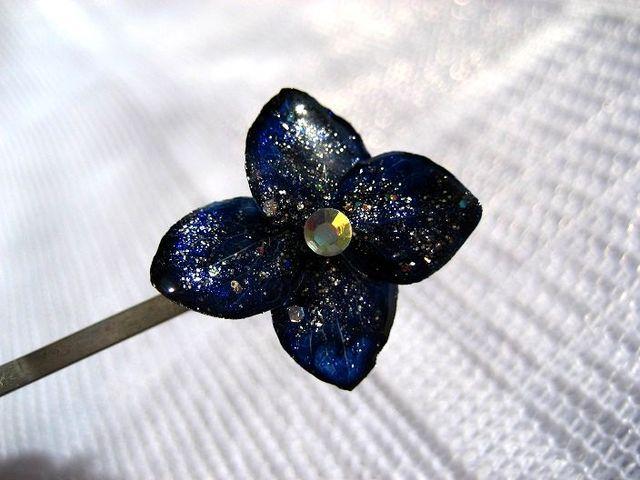 夜空色のお花のヘアピンA_250