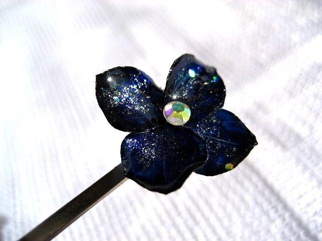 夜空色のお花のヘアピンC_250