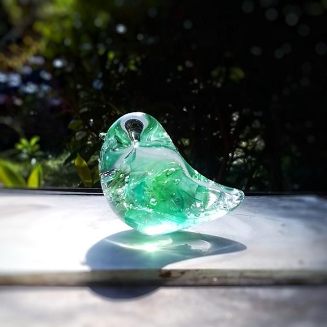 エメラルドの小鳥