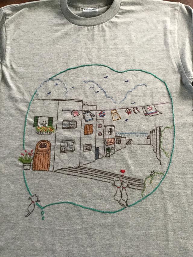 手刺繍のロングTシャツ 海の見える街に...