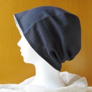 夏に涼しく下地にもなる ゆったりガーゼ帽子 紺/水色ブーケ花柄(CGL-005-N)
