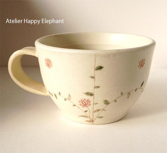 お花模様のスープカップ C