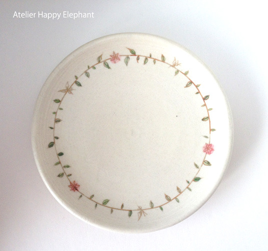 お花模様と蝶々のお皿 B