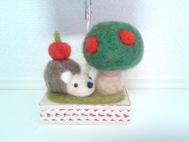 ハリネズミとりんごの木のメモスタンド