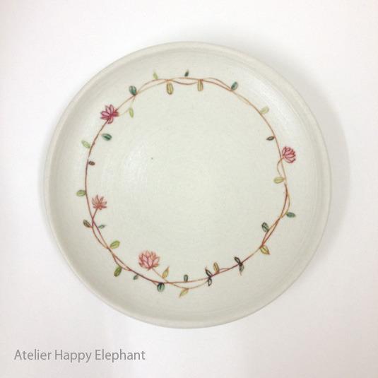 お花模様のお皿 E