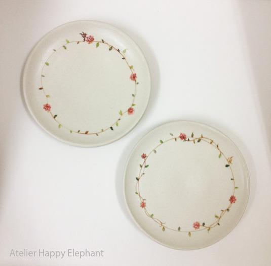 お花模様と蝶々のお皿