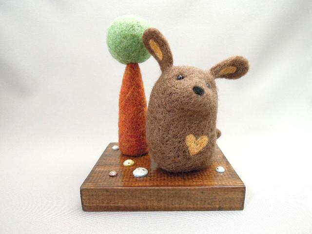 羊毛フェルト 丸っこい木とワンコ