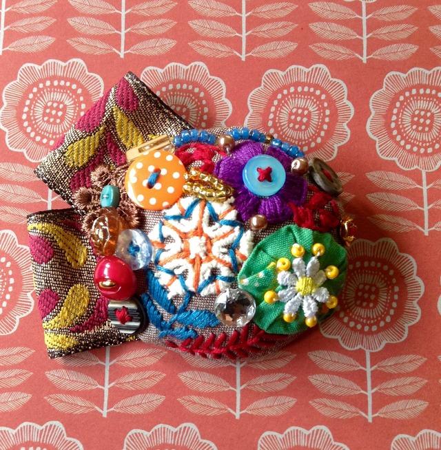 刺繍ブローチ 『七色オリエンタル』