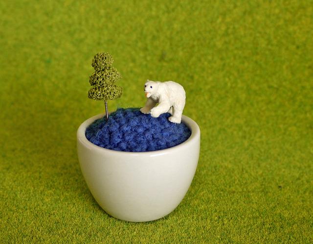 つぶつぶ羊毛フェルトの置物・針山★白クマ×濃青