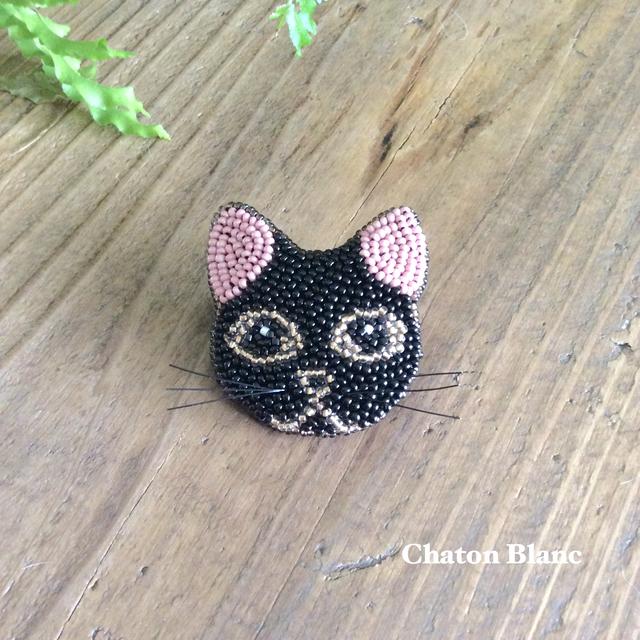 黒猫の顔ブローチ