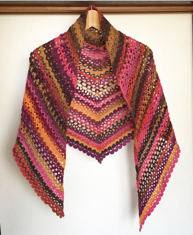 ウールとシルクの段染め三角ショール