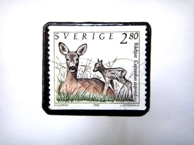 スウェーデン「鹿の親子」 切手ブローチ698