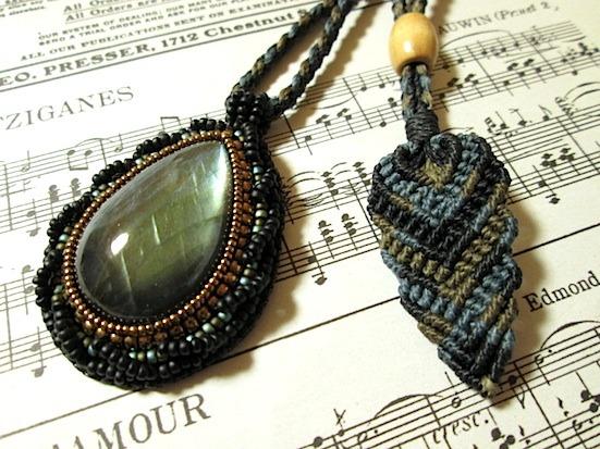 U様ご予約品:ビーズ刺繍の天然石ペンダント 055