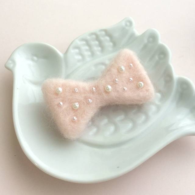 ふわふわリボンとパールのブローチ*ピンク