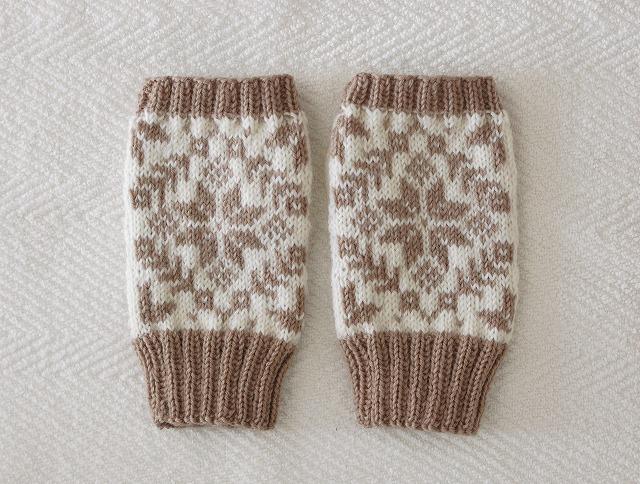 【miyamonさまリクエスト品】手編みの指なしミトン エイトスター モカ×ホワイト