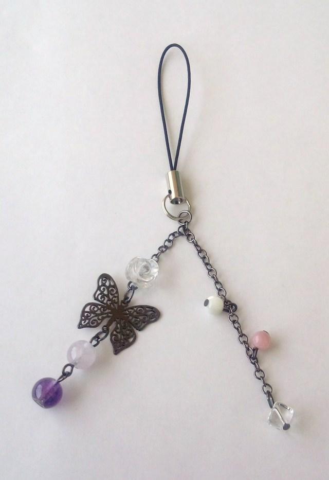 バラ水晶と蝶のストラップ