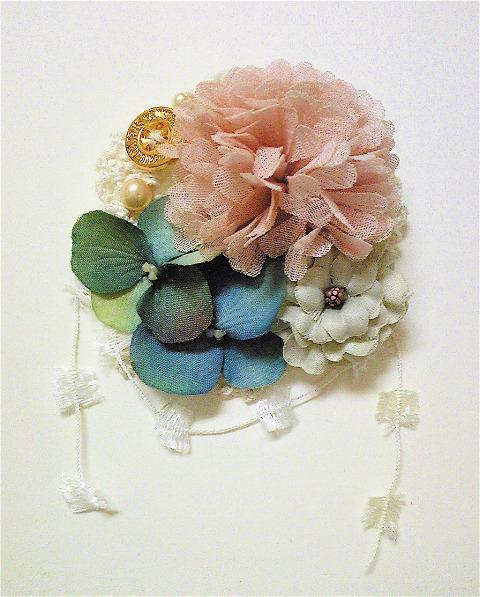 お花ブローチ。