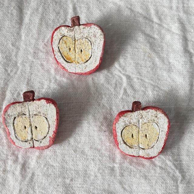 【陶土】りんごのブローチ*