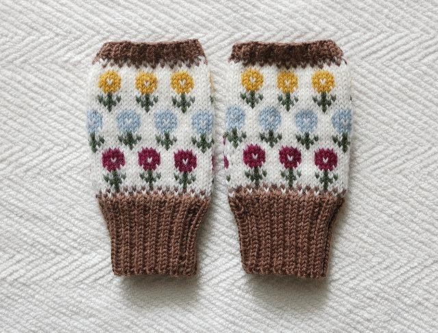 手編みの指なしミトン カラフルフラワーガーデン