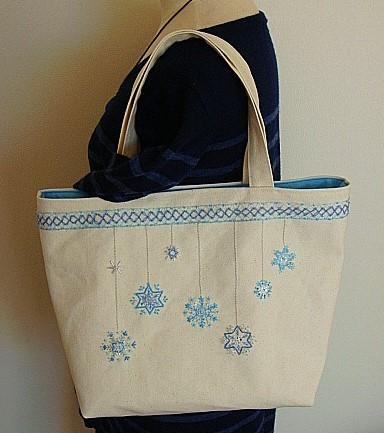雪の結晶の帆布トートバッグ(手刺繍&ビーズ)