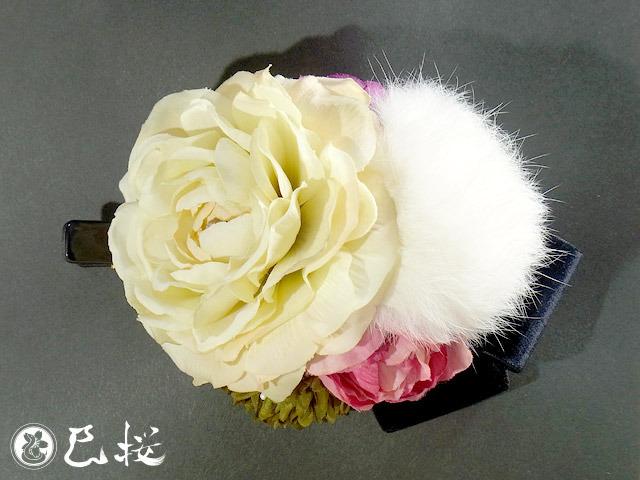 花とラビットファーとベルベットリボンのヘアクリップ