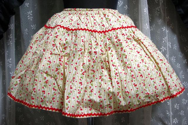 ストライプイチゴのティアードスカート オフ白