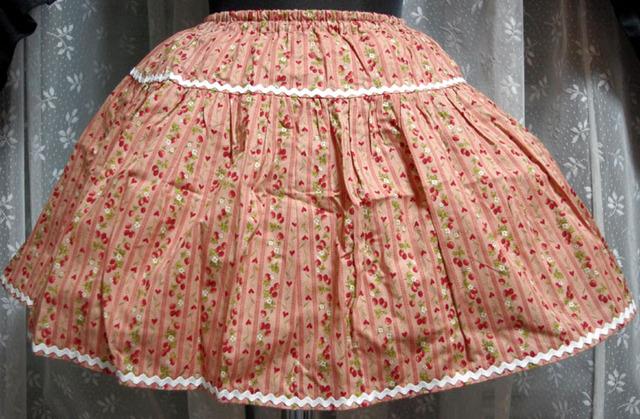 ストライプイチゴのティアードスカート ベージュピンク