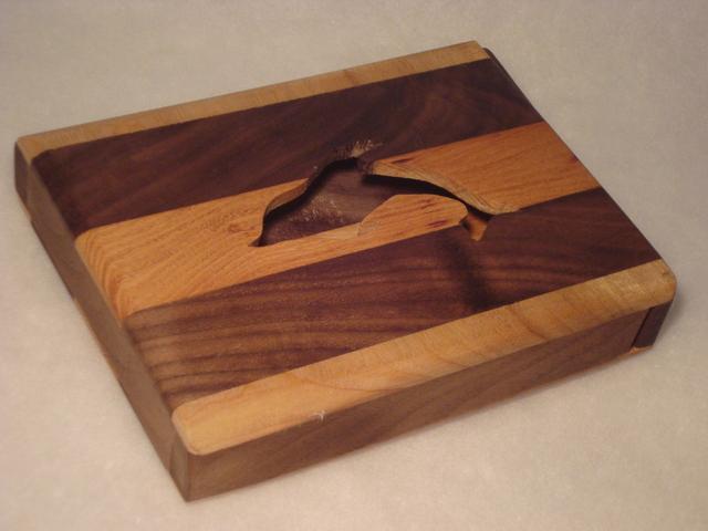 無垢材のスリムなイルカの小物入れ