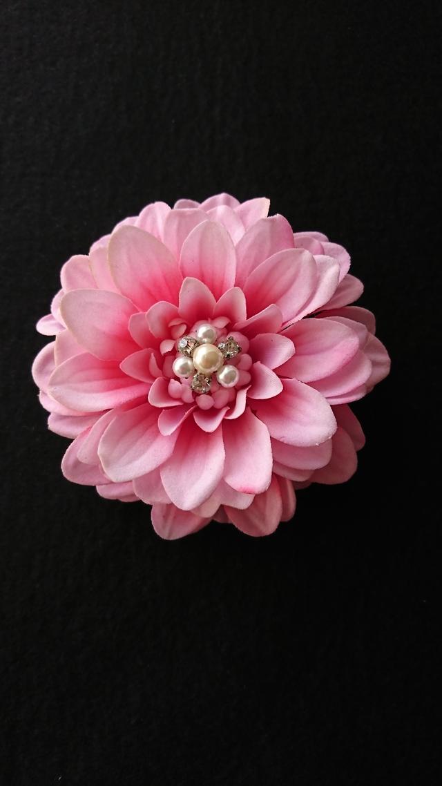 ダリア(ピンク)のコサージュ