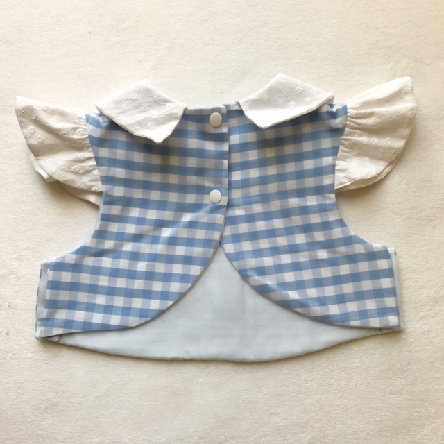 gingham×cottonrace sleeve bib(blu)