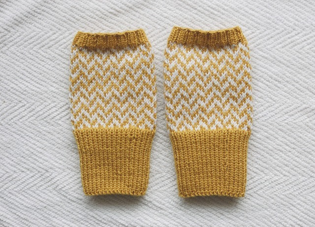 【tfさまリクエスト品】手編みの指なしミトン 山吹×白 ヘリンボーン