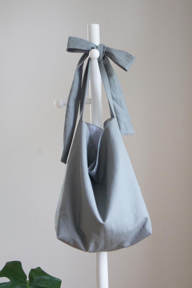 【ktym0w0m さまご予約分】リボンのバッグ(スモークグレー)