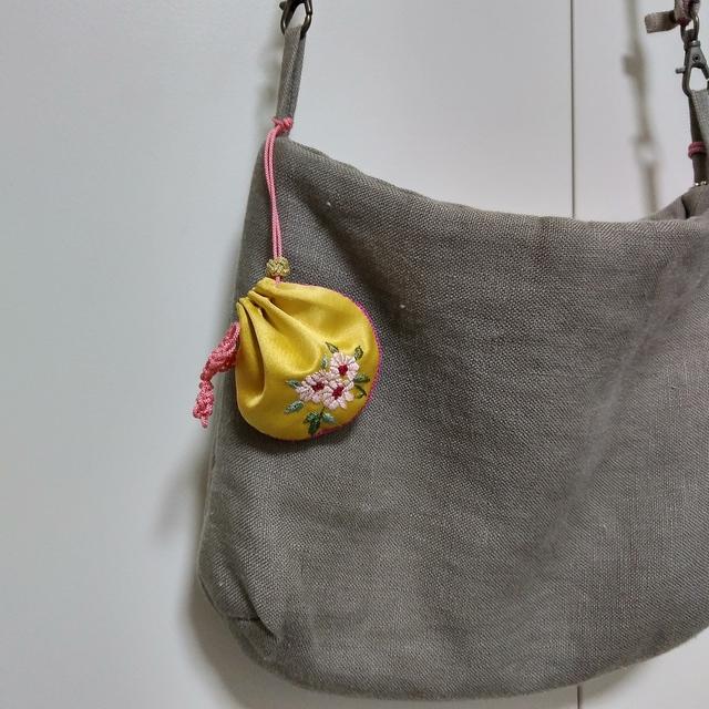 韓国刺繍の福巾着チャーム