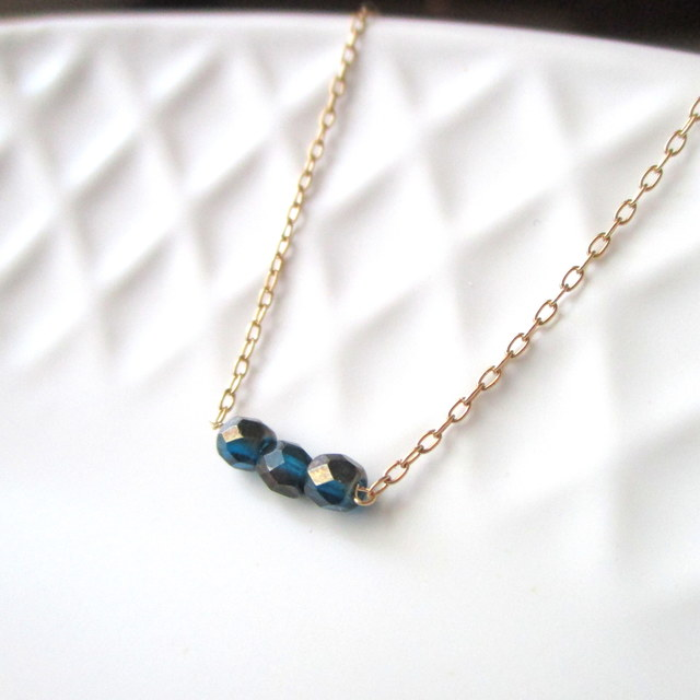 Tiny 3 beads...ネイビービーズのネック...