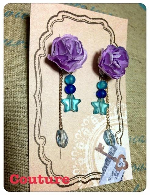 紫花のピアス