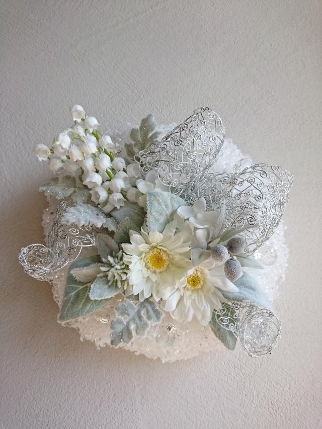 white snow wreath