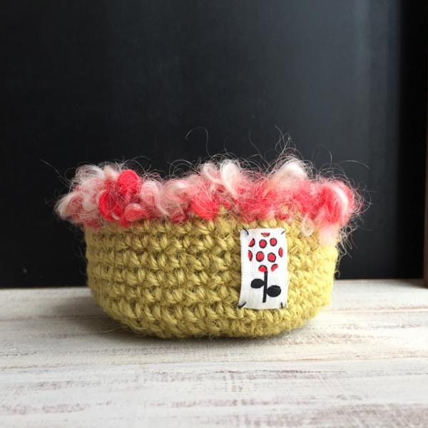 *****お取り置き*****麻紐とデッドストックのような毛糸で編んだかご