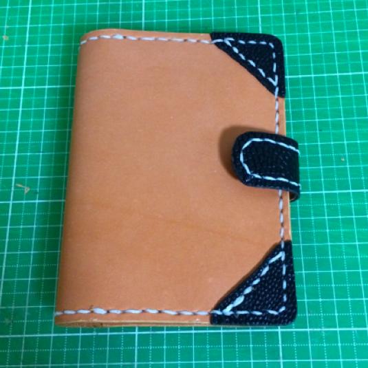 ラティーゴ革とオーストレッグ革 カードホルダー