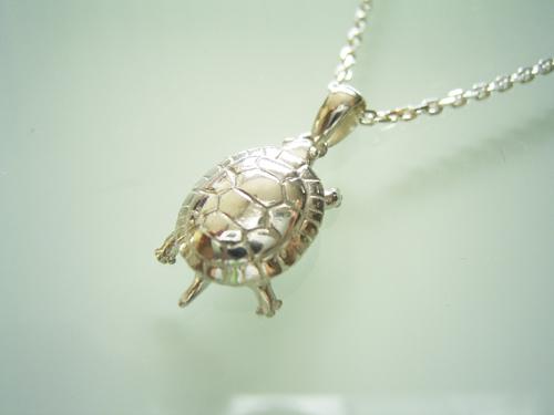 シルバー製 水亀のネックレス