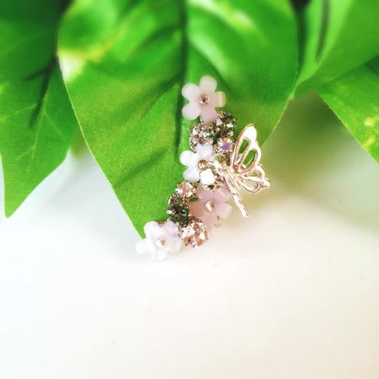 チョウチョとお花のイヤーカフ
