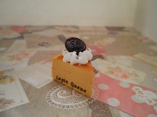 チーズケーキストラップ(ロゴチョコプレート乗せ)