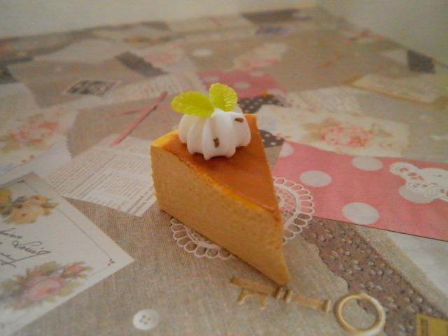 チーズケーキストラップ(生クリーム乗せ)