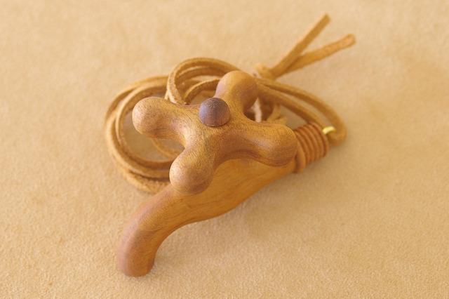 木の蛇口のネックレス