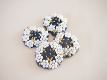 white waltz brooch Ssize / gray