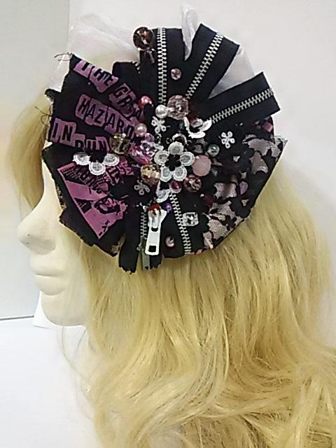 送料無料!乙女のファスナーヘアアクセ。ピンク&ブラックです。ヘアアクセサリーアンドブローチに。