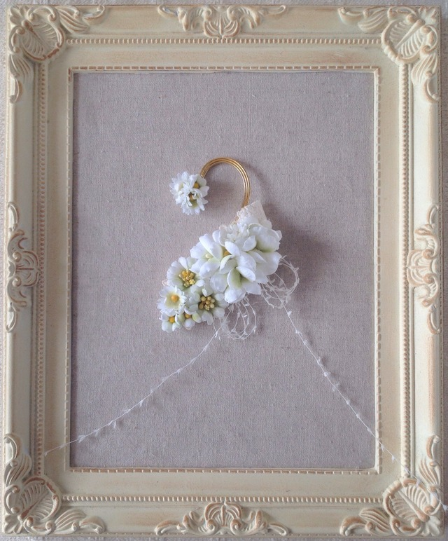 染め花のイヤーフック(ホワイト&グリーン)