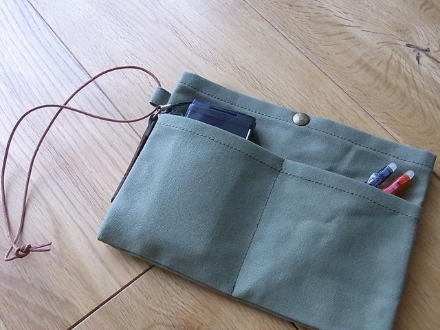 【再販なし】【1点のみ】パラフィン帆布のバッグインバッグ よもぎ色 少し小さ目