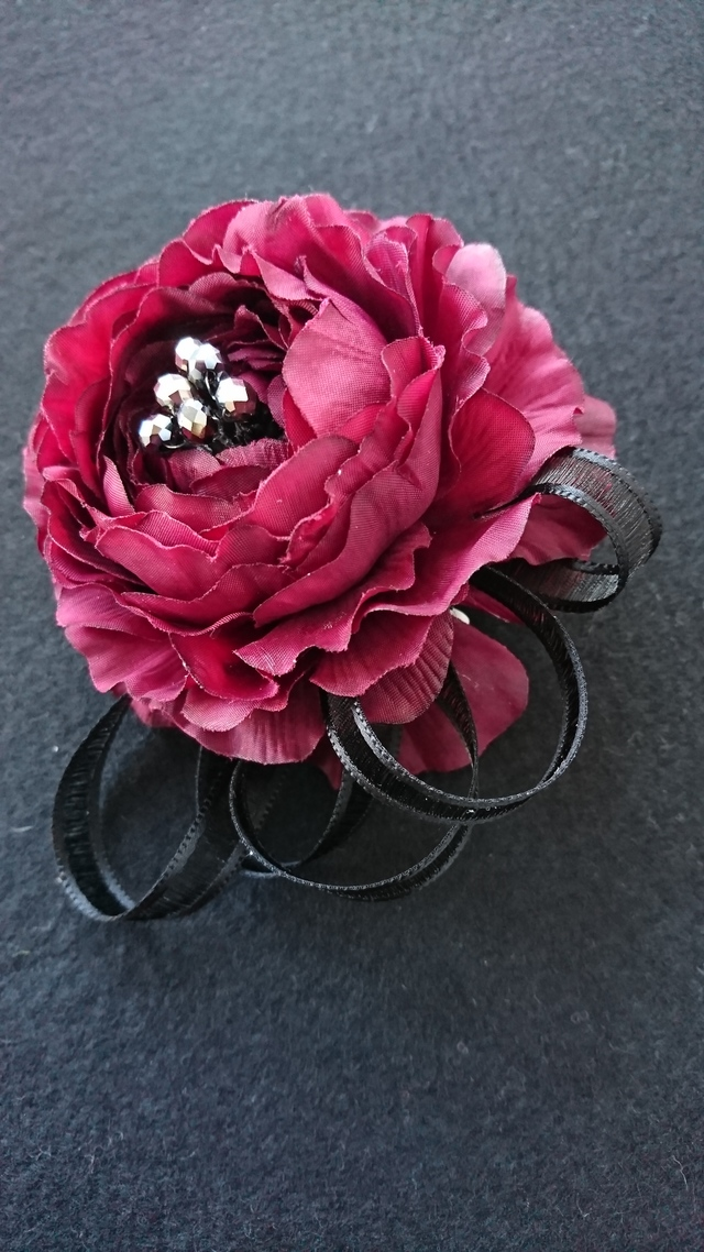 corsage  (burgundy red)