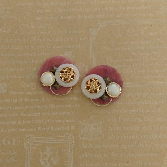 ◆88 レトロボタン ローズピンク イヤリ...